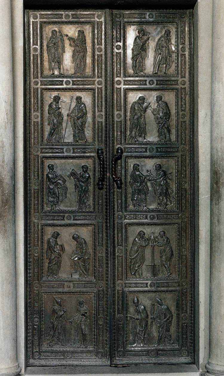 Door with the representation of Apostles