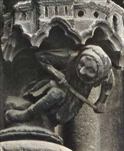 Supporting figure from the base of a niche